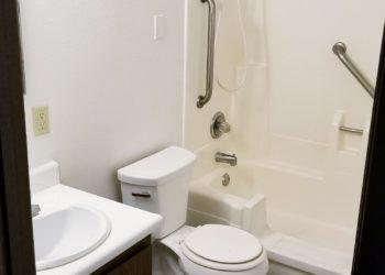 Bannock Arms Bathroom