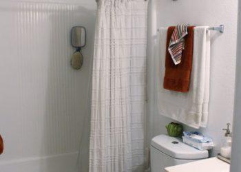 Breezes 2 Bathroom