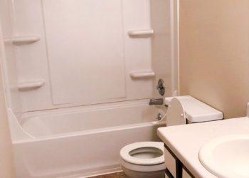 Harbor House Bathroom