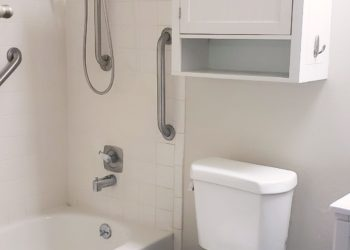 Maryel Manor Bathroom