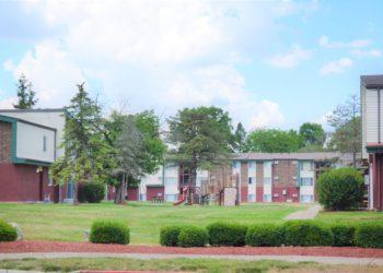 Pinewood Gardens Exterior